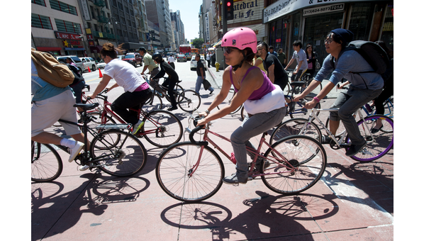 bike-crowd-7th-bway-9921